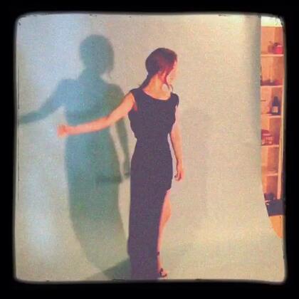 第一次穿上这样的长裙,我也来扮演一下女演员 嘿嘿 😝