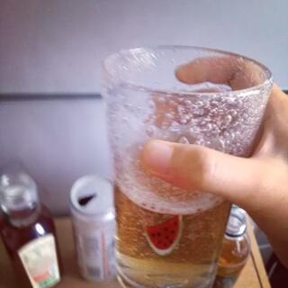 为何单喝起来很难喝的饮料混合起来会……超级好喝?我的人生观都颠覆了ˊ_>ˋ(枇杷露,格瓦斯,薄荷雪碧,超纯罐装,东方树叶)