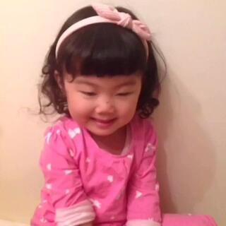 #模仿姐姐大赛##宝宝# 大家觉得Peggy的模仿能力还可以吗?😛😛😛