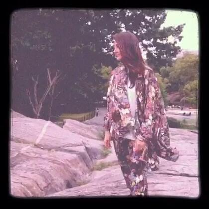 #纽约时装周#风一样的女子😜