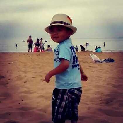 今年夏天,威海的海滨沙滩上,留下了儿子的脚印 #第一个美拍##旅行##海滩##儿子#