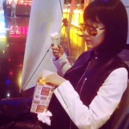 又想吃爆米花又想吃冰激凌怎么办?这样就都搞定了!🍦#娄艺潇#