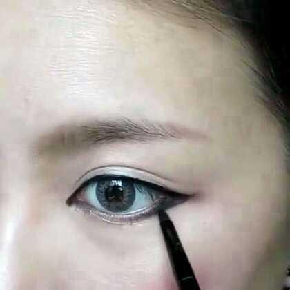 【韩风眼线轻松画】终于迎来了美拍V1.8新版,强大的#60秒短视频#太给力了,美妆步骤看得更清楚了,还可以有同步配音讲解呢!小伙伴们快来围观吧,未来会更精彩哟……