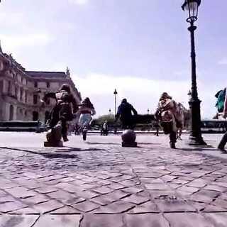 cosplay版的牛逼跑酷,巴黎街头追逐战~#创意##跑酷##超酷炫#