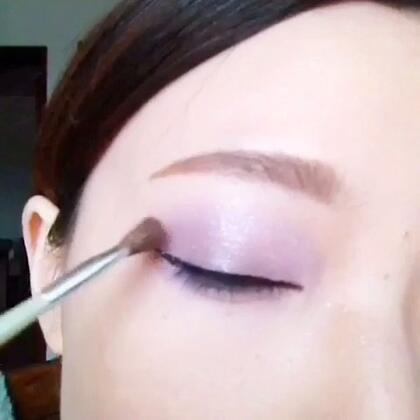 #圣诞美妆#有一段时间没有更新视频了。不知道菇凉们想我木有(ps:有点自恋囖😄)一款紫色系bling~bling眼妆送给大家。
