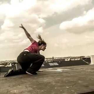 女子跑酷 不比男人差#跑酷##60秒美拍##求关注##运动#公众微信:DouDaoTV