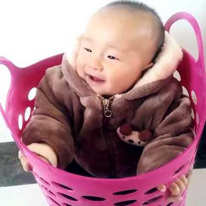 没想到这篮子坐着比宝宝车坐着可舒服多了,不信你也试试看😁#宅在家##宝宝#