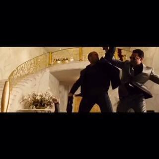 《速度与激情7》超级碗预告片大首播!这是保罗·沃克最后一部重中之重的遗作。短小精悍,比之前曝光的预告片还刺激!曝光了更多飞车和打斗场面!太特么良心!该片还集结范·迪塞尔、杰森·斯坦森等星,4月3日影院走起!#电影##蒋先森的电影分享#