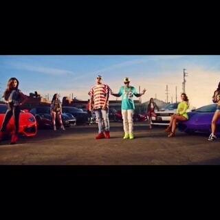 "Chris Brown联手Tyga超赞新单超清mv大首播!终于等来这首Loyal 2.0版的mv,虽然没有之前的热舞,但看着CB耍帅炫富也是蛮醉的。整支mv风格颇有《速度与激情6》的感觉。美女、跑车、水床、美钞,玩得就是心跳!#音乐##蒋先森的音乐分享#(关注微博:蒋先森的昵称 私信回复""ayo""获取完整版)"