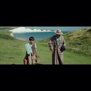 甘道夫变福尔摩斯!伊恩·麦凯莱恩爵士主演新片《福尔摩斯先生》首款国际预告片曝光!这一款跟先行预告片无论风格还是曝光内容完全不同。看退休的老福尔摩斯如何寻找50年前未破之案的蛛丝马迹。PS:管家儿子超乖!6月16日上映!#推荐一部电影给我##蒋先森的电影分享#