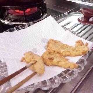 #美食#💁妈妈版油炸小黄鱼🎀。今天妈妈下厨.我摄像👏将面粉鸡蛋加水和匀,小黄鱼用盐 料酒腌制半小时,过油炸💃出锅撒椒盐粉👏。 💖💖妈妈的味道💖💖喜欢的亲亲😇别忘了给我点👍赞