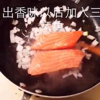 香煎三文鱼佐意面~不要问我为什么加意面!!因为光有三文鱼我吃不饱!!#美食##我要上广场#微博:朱露铭Mindy~欢迎会用视频编辑器的大神私信~😘😘😘