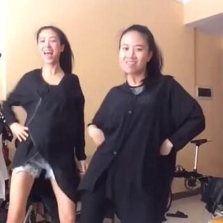 #越南爆红舞曲#哈哈哈、我两逗比给大家来一段、一起啊、哈哈哈!@deeplove--