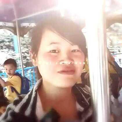 第一次坐旋转木马。。。#微笑#