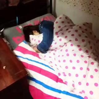 #睡你麻痹起来嗨##半夜发疯了##寝室自嗨篇#