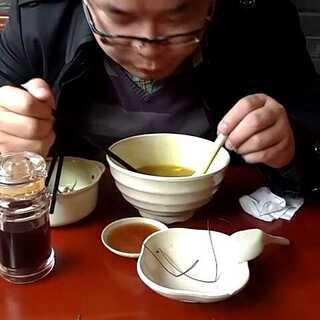 #带ta吃#好老公的标准,吃老婆剩下的饭,我们都是普通人,过得也是普通人的日子,一茶一饭,有你的陪伴,细水长流,岁月静好。