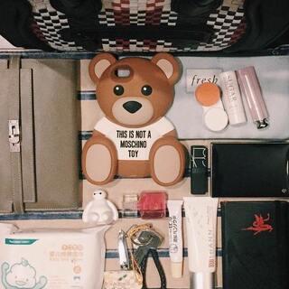 #我们来翻包#moschino的小熊手机壳是不是超可爱!😝