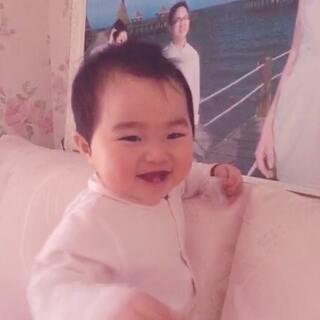 #宝宝##小小美好#小小余最近老爱说打~打~打~打,宝贝你能打过谁啊?😂😂😂
