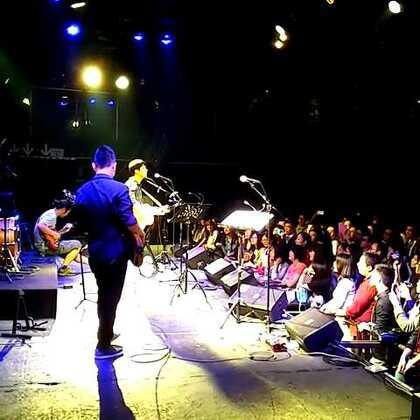 #被追捕的旅客# @钟立风 新专辑巡演上海站@MAOLivehouse上海 安可之后又送别,多希望下次大合唱《不要留我陪你过夜》😝😝😝