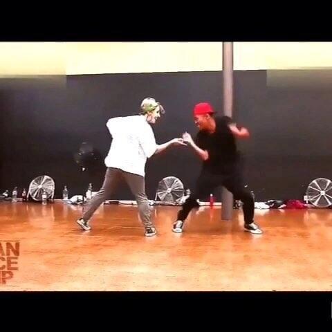 #舞蹈#帅哥美女热舞逗趣,我们也好想跟着跳呵??