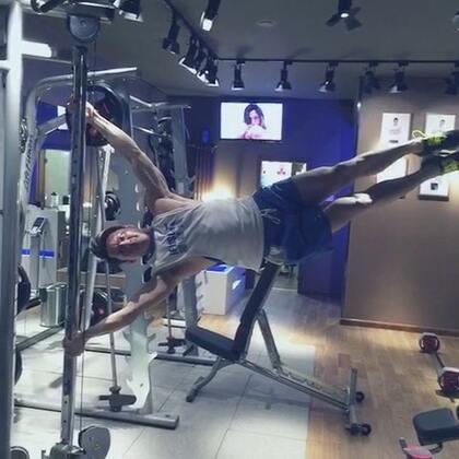 #ifitstar星健身#明星教練馬克教大家人體國旗。你也可以做到喔😁