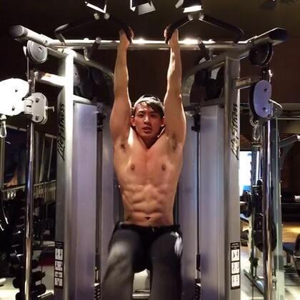 #ifitstar星健身#明星教練馬克,今天教大家腹肌訓練,主要練下腹肌,想要鍛鍊人魚線、馬甲線的可以學起來喔😁😁