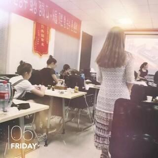 微创美容势不可挡,在未来的美妆行业将会是遥遥领先,如果你有梦想有理想有创业的决心,加入#韩国半永久化妆培训班#学习#半永久定妆#,@首尔喜哥 有专业的韩国半永久教学团队,专业的营销策略,掌握了专业的定妆技术在创业的道路上你将会得到意想不到的收获#微笑##美拍表情文#