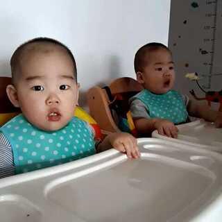 🐻🐻吃饭很积极,妈妈从来不担心🐻🐻的吃饭问题#宝宝##麦兜的志愿#