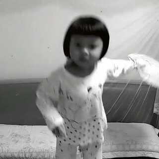 #捉妖趴趴舞大赛##晒睡衣##穿着睡衣萌萌哒#趴趴~拍拍!趴趴~拍拍!趴拍…趴拍…趴拍…拍到蚊子还是~妖…😂😂😂😂😂😂