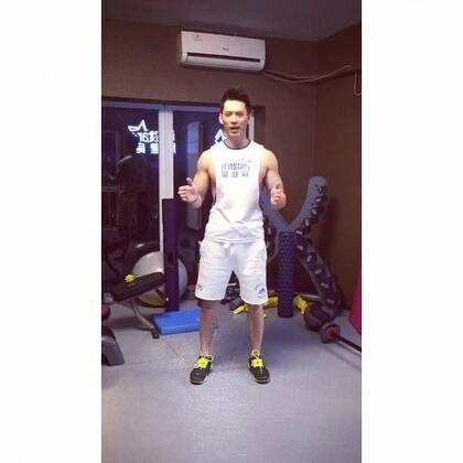 #明星教練馬克#今天教大家瘦小腿的方法,如果是脂肪就能減,如果是肌肉的話就需要做兩小時以上的有氧來把肌肉也消耗喔😁😁多多關注我的戰友@魏鑫磊Rock @iFitStar李佳淇