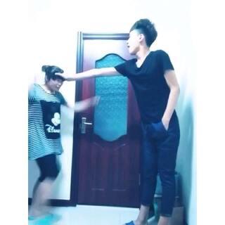 妈妈在打我一次,身高差哈哈哈,哈哈#妈妈再打我一次#