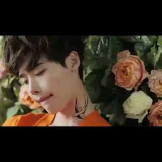 ceci钟硕拍摄花絮(下)。#至善韩流频道#有没有爱二硕的,快来点赞啊,怎么最近没有人给我点赞,赞呢?还有,亲们╭(╯3╰)╮帮我涨粉啊