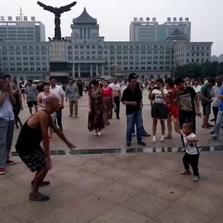 #广场舞骚年# 光头强😄