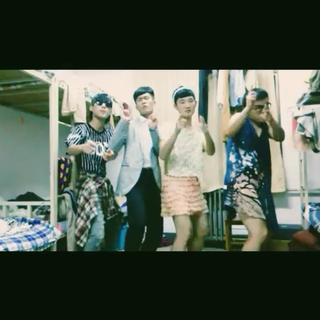 【今日最好玩】BIGBANG的新歌《BANGBANGBANG》强势登录美拍!充满魔性的洗脑歌曲,让人欲罢不能!加话题#全民bangbangbang#,一起拍起来吧!想怎么bang就怎么bang!好玩有趣的视频有机会得到BIGBANG的点赞哦!还不快快拍拍拍起来!(视频来自@行怡珂 )