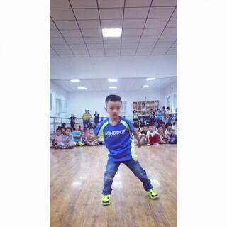#全民bangbangbang#超可爱又认真的孩子,最喜欢他喊拍子的时候。。。