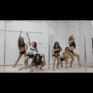 从未被超越.一直被模仿。看...宋瑶钢管舞的女汉纸们!!#全民bangbangbang# 宋瑶作品-微信:syggw520 微博:-宋瑶