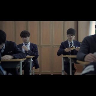#当前韩国热门视频#136 一群高中生不好好上课,就知道玩,我要告诉你们老师去😀😀 不过还真是喜欢你们这种阳光灿烂的样子,歌曲也是棒棒的!👍👍#音乐#