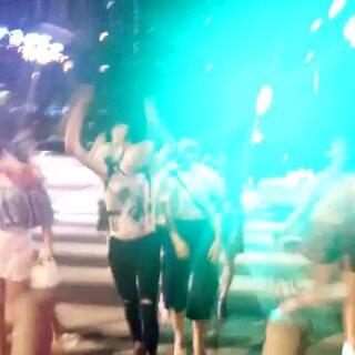#全民bangbangbang# 美拍小组马路疯起来!