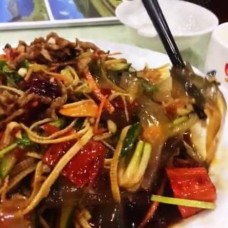 #周三##美食##带ta吃#酸菜粉、东北大拉皮、孜然牛肉。吃了酸菜后瞬间觉得感冒好很多😕