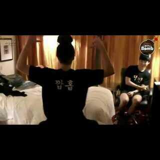 #防弹少年团##睡你麻痹起来嗨##金泰亨##朴智旻#【2】 140717[BANGTAN BOMB] Nick Name T-shirts! (95z cam #1).