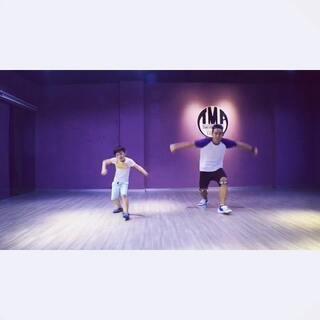#舞蹈##bangbangbang##全民bangbangbang##bigbang#bangbangbang的前半段…六岁的小家伙着实火力全开😜😜