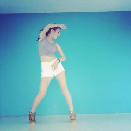 ✨into you-孝盛✨#舞蹈#跳完像从水里捞出来的一样。各位baby,你们要的完整版,镜面版我都会发在微博,很多你想知道的,微博都能找到答案,请关注我微博:最近能吃两碗饭_NEWdance