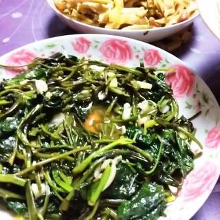 #周一##家常菜##带ta吃#空心菜、炒面筋、藕片、鸡腿、大杂烩汤😂