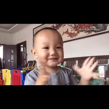 #宝宝#幸福就是奥特曼打小怪兽~😘