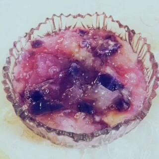 紫薯银耳羹,紫色代表浪漫所以这款能吃出幸福的感觉,赶紧为了ta来亲手炖煮这美味的爱情吧!如果你问我怎么现在发偷偷告诉你这是梦游的我发的☺☺#七夕约会餐##美食#微信shine-linda