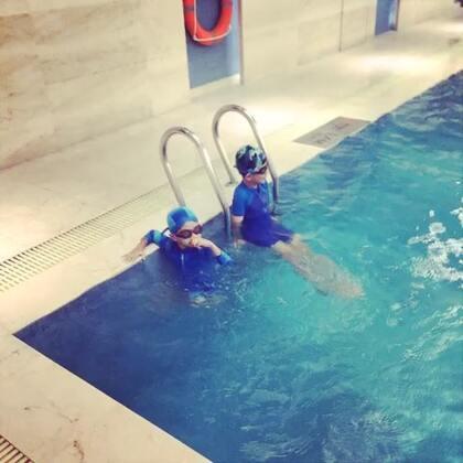 今年暑假,经过老师的指导和🐑自己的努力,我们学会了自由泳!👏👏👏