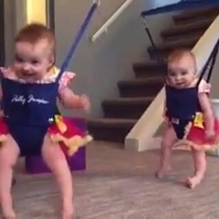 双胞胎宝宝😂😍
