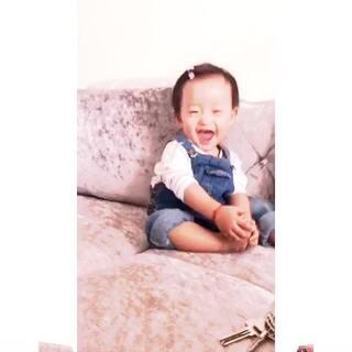 吃脚的小姑娘,话说每次自拍都好开心呀😊😊#爱吃脚丫的宝宝##微笑#