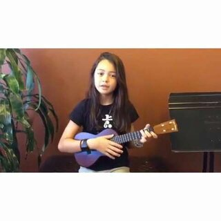 小姑娘嗓音好好,喜欢这首,改天把它扒下来,#ukulele##美拍才女集中营##尤克里里#