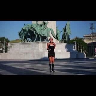 世界上最牛跳绳女孩,直接眼花缭乱了!各种腾空、各种跳跃、各种高难度!像是在跳绳,像是在跳街舞,太牛了!#极限运动精选#